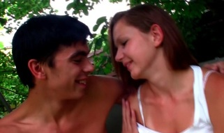 Agile hottie delivers a gentle shlong-engulfing to a dude in open air