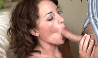 Cutie starts bouncing on penis of guy getting tons of delight
