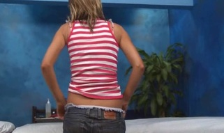 Sexy sexy chick bonks and sucks her massage therapist