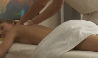 Hunk is delighting in nature's garb beauty with sensual oil massage
