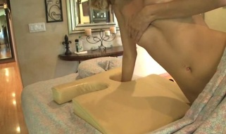 Sexy masseur is delight honey's twat during sensual massage